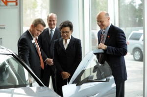 CU-ICAR Executive Director Fred Cartwright and Clemson President James P. Clements show U.S. Commerce Secretary Penny Pritzker the Deep Orange concept vehicle.