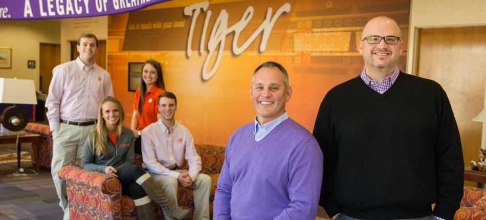 Thanks to the generosity of alumni Mike Pereyo and Tom Merritt, the Clemson Tour Guides now have gear to wear that makes them look (and feel) professional.