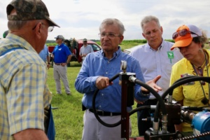 Clemson University precision agriculture engineer Ahmad Khalilian (center) speaks to farmers.